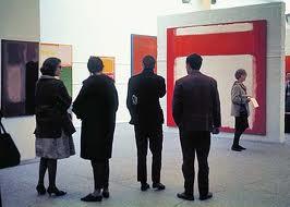People_looking_at_paintings