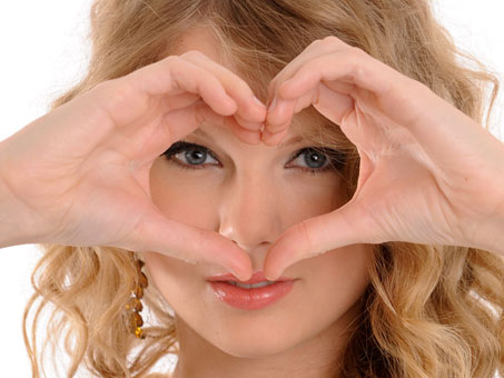 Taylor_with_a_heart
