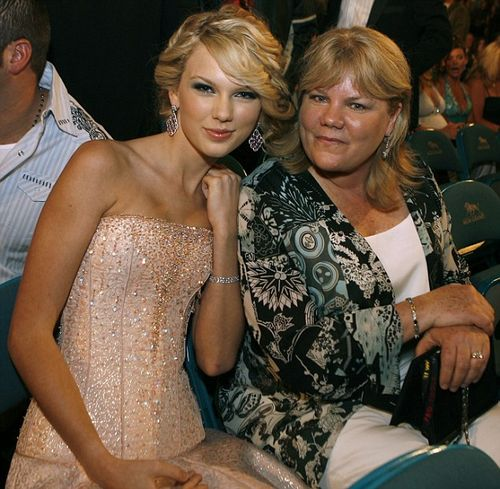 Taylor_and_her_mom