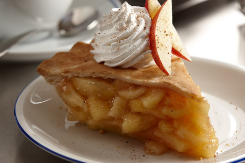 Apple_pie_whipped_cream_1